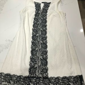 SANGRIA BLACK AND WHITE LACE DRESS SIZE 6